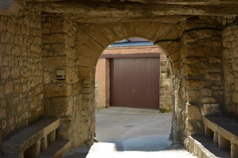Portal de Cal Tossalet.JPG